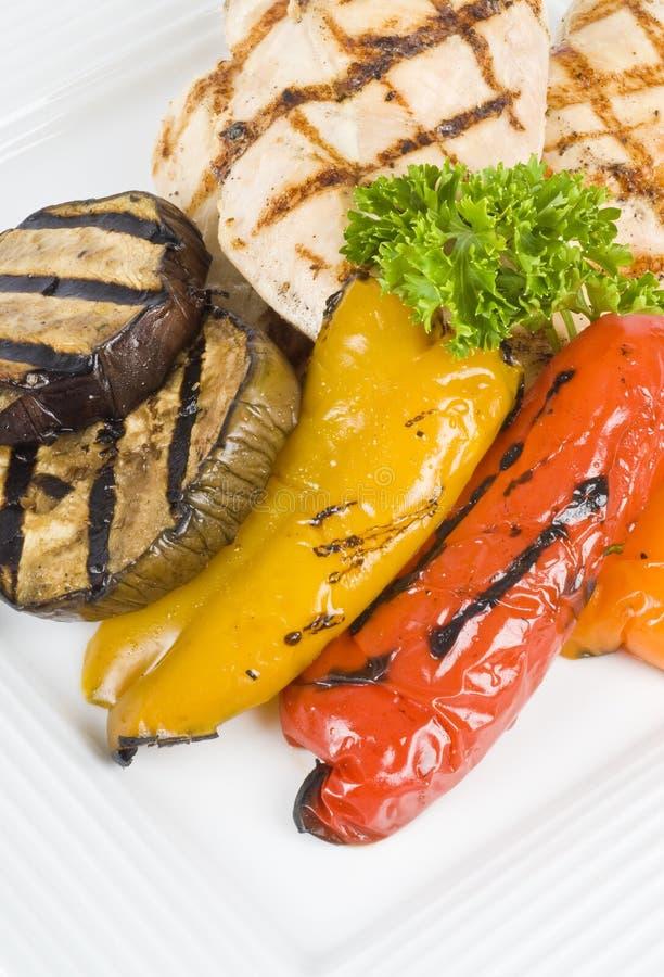 grillade grönsaker för bröst höna fotografering för bildbyråer
