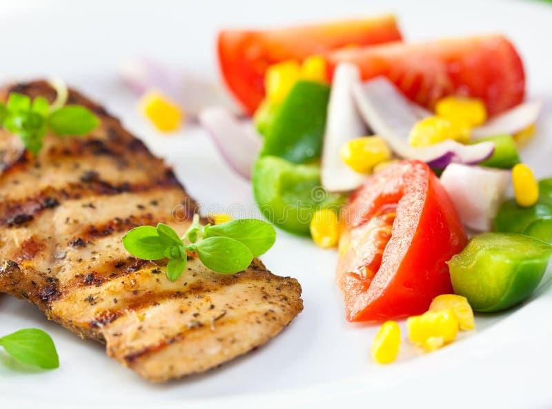 grillade grönsaker för bröst höna royaltyfri fotografi