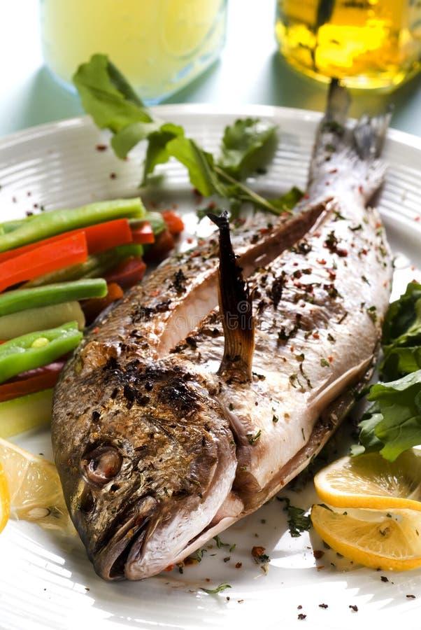 grillade grönsaker för breamgilt huvud arkivfoto