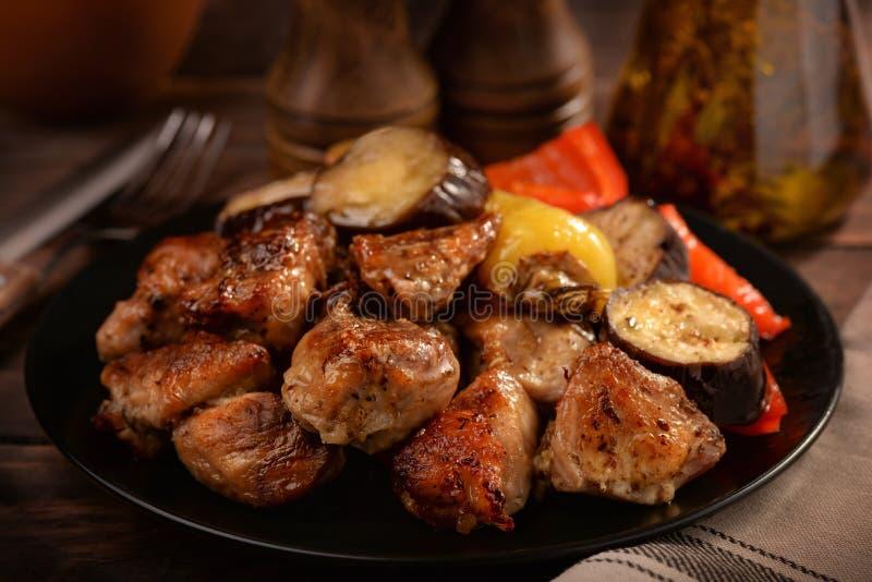 Grillade kött och veggies royaltyfri fotografi