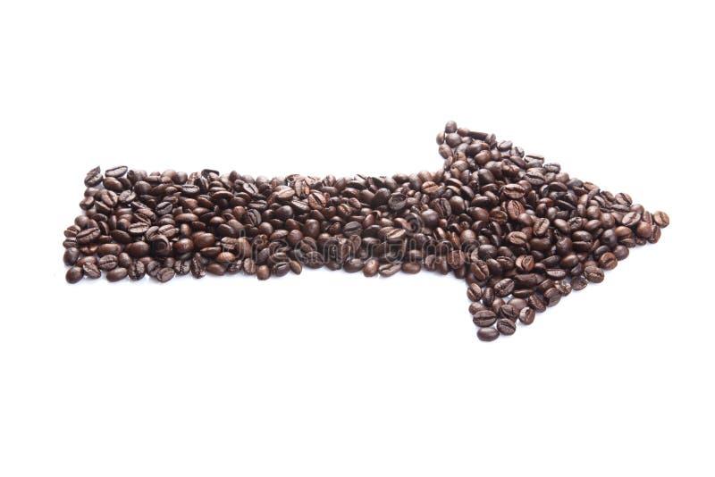 Grillade kaffebönor i pilform royaltyfri fotografi
