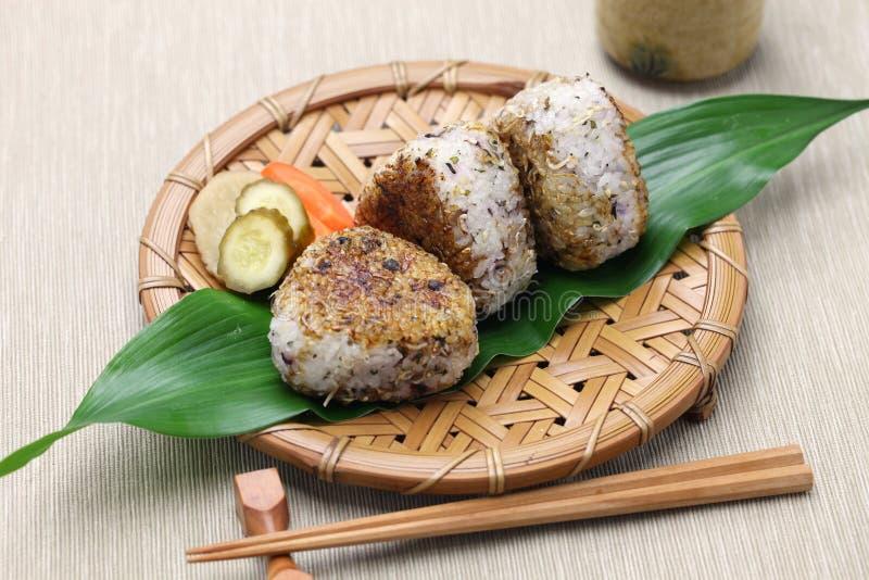Grillade risbollar, japansk mat royaltyfria foton