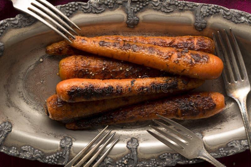 Grillade söta Nantes morötter arkivfoto