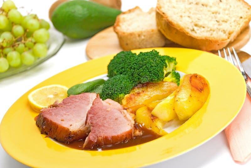 grillade skivor för broccoli pork royaltyfria bilder