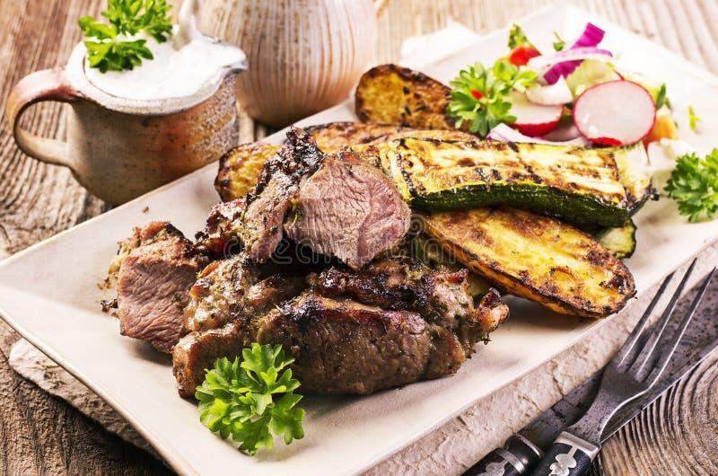Grillat lamm med grönsaker royaltyfri fotografi