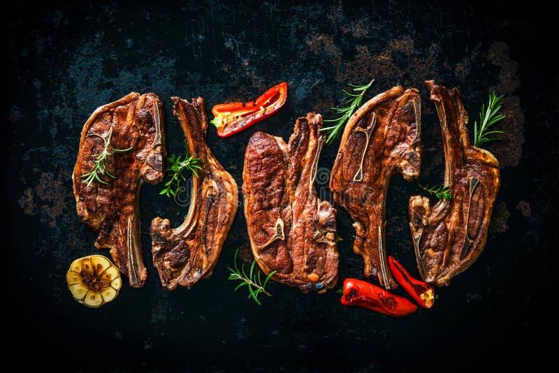 Grillat lammkött med grönsaker arkivfoton