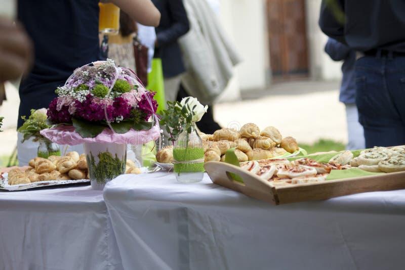 Grillbuffet an der Partei im Sommer stockfoto