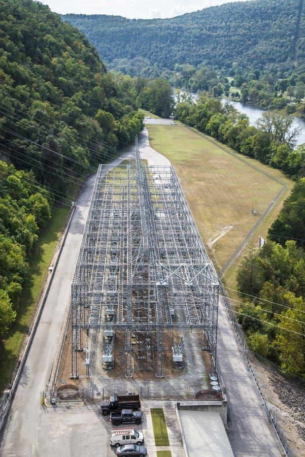 Grille d'alimentation de barrage de bancs de Taureau photographie stock