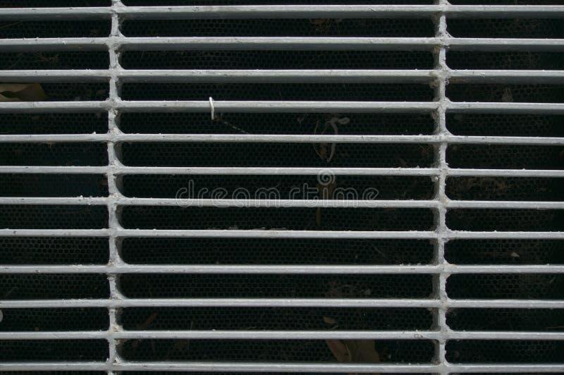 Grille en acier de drain de devoir de couverture de trou d'homme images stock