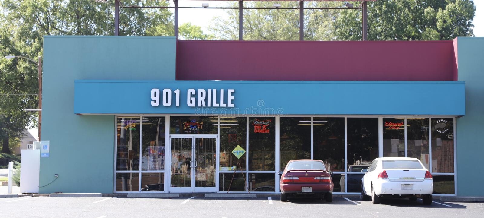"901 Grille, Midtown Memphis, TN. 901 Grille offers ""farm-to-table favorites featuring regional and international flavors. The East Parkway location will stock image"