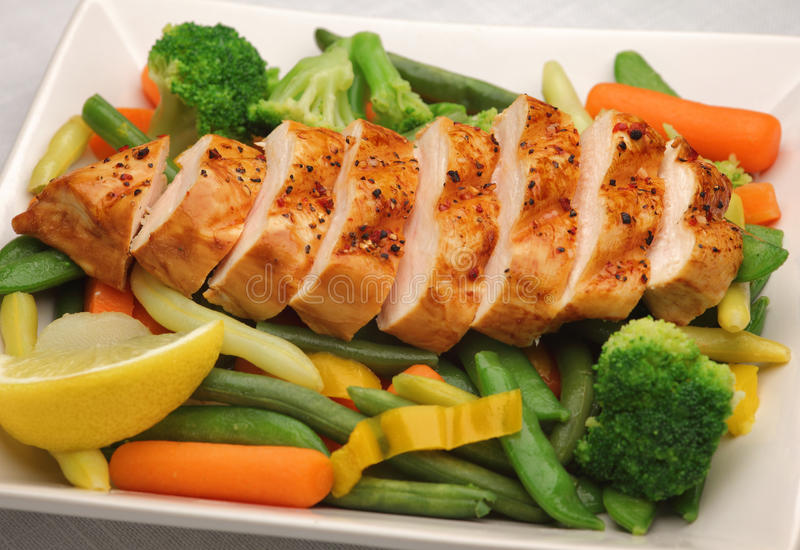 Grilled Chicken With Fresh Vegetables Royalty Free Stock Images