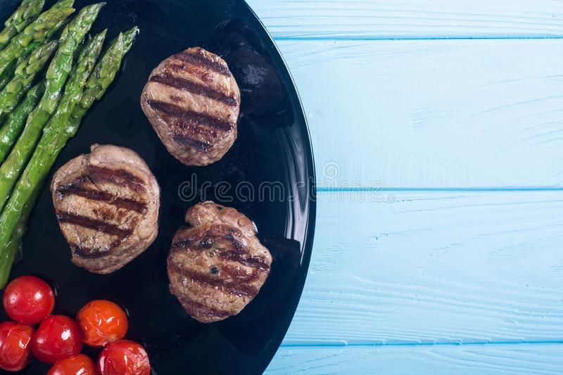Grilled filet mignon with asparagus and tomatoes stock images