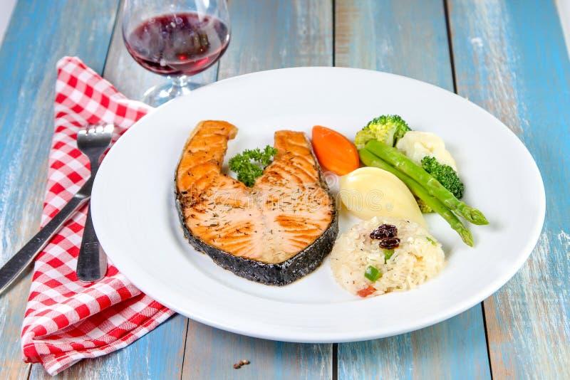 grilled salmon steak στοκ φωτογραφία