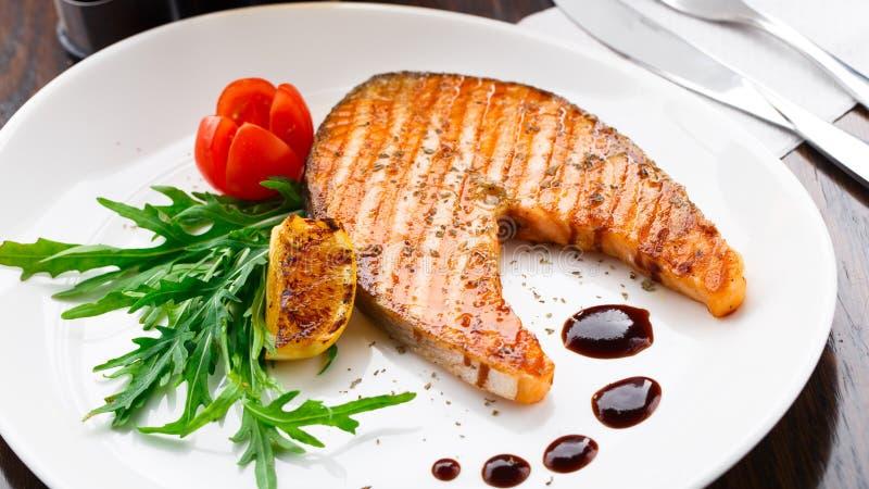 grilled salmon steak στοκ εικόνες με δικαίωμα ελεύθερης χρήσης