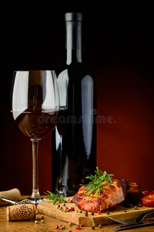 Free Grilled Steak With Rosemary And Wine Stock Photo - 38080530