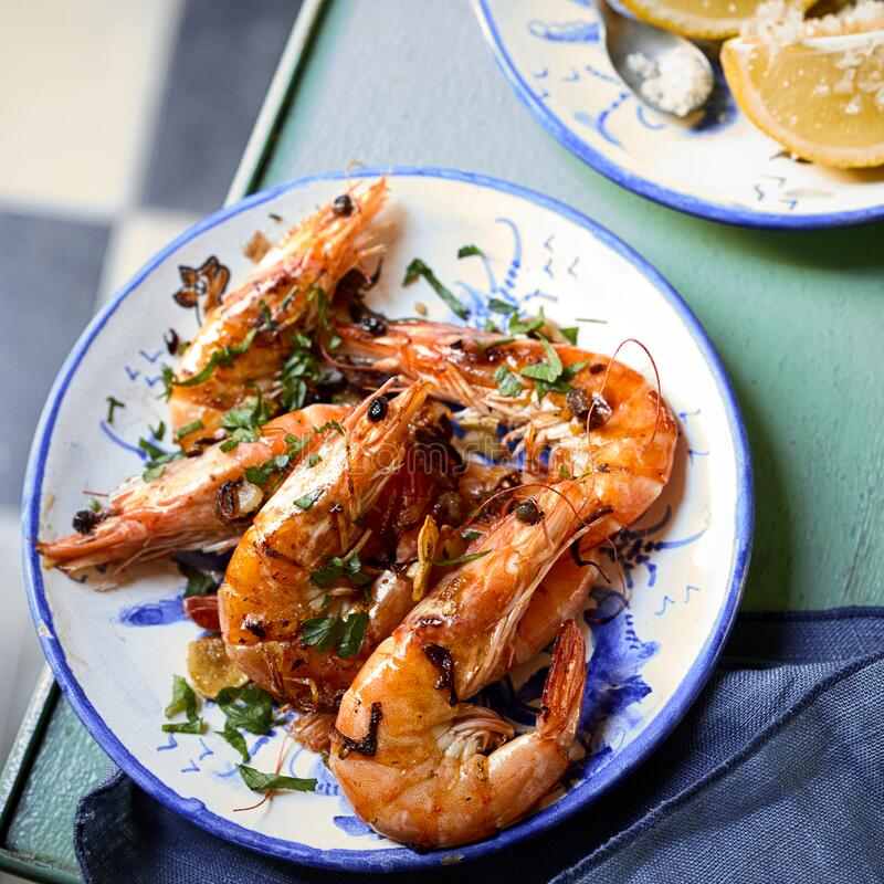 Free Grilled Whole Pink Prawns Seasoned With Herbs Stock Images - 191887174