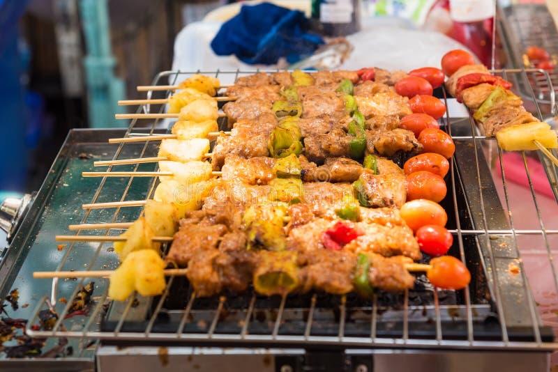 Grillen Sie Grill mit verschiedenen Arten des Fleisches, Nahaufnahme lizenzfreie stockfotografie