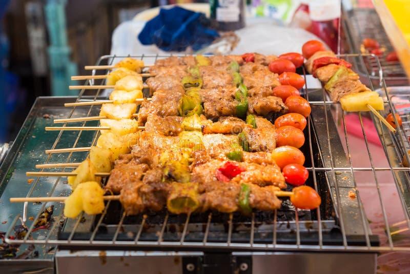 Grillen Sie Grill mit verschiedenen Arten des Fleisches, Nahaufnahme stockfoto