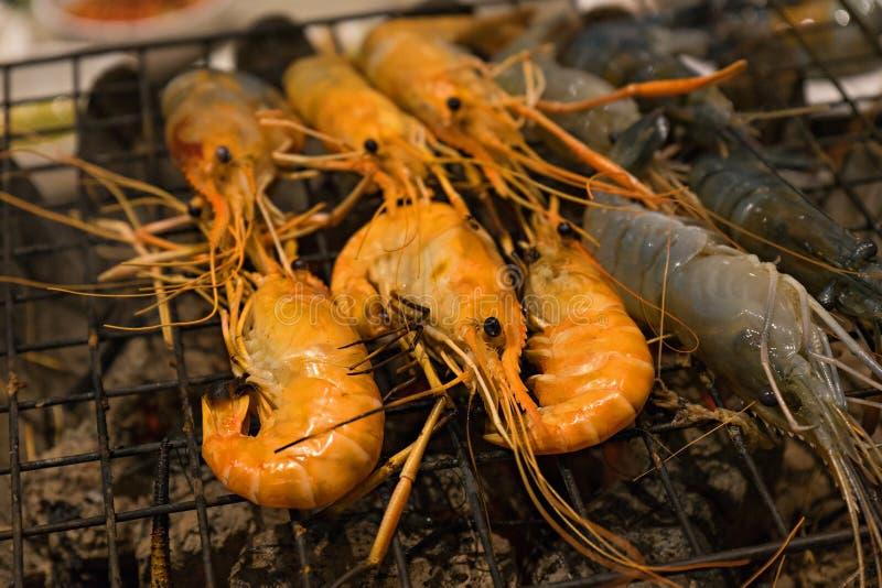 Grillen von Meeresfrüchten lizenzfreies stockfoto