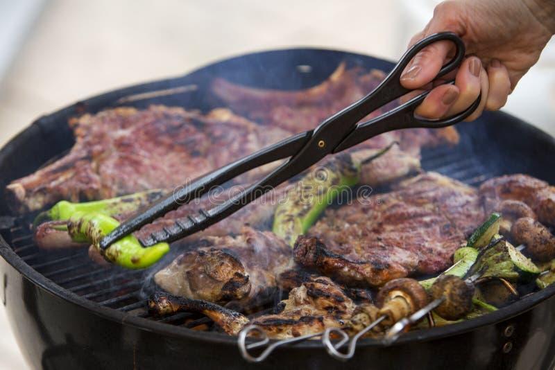 Grillfest med kött royaltyfri bild