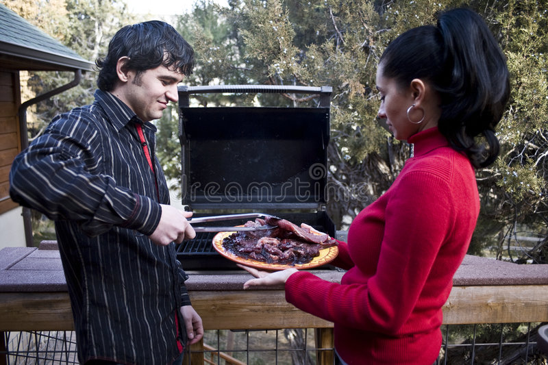 grillfestfamilj arkivbild