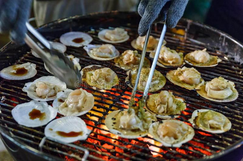 Grilling Scallops with Thai Seafood Sauce stock photography
