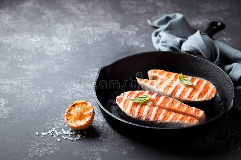 grillowany łososiowi steki zdjęcie royalty free
