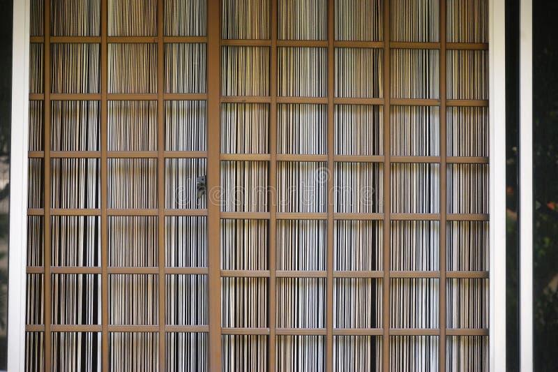 Grils de fenêtre en aluminium carrés image libre de droits