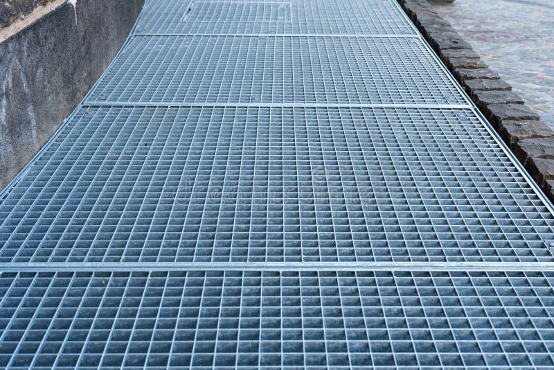 Grils en acier gris images stock