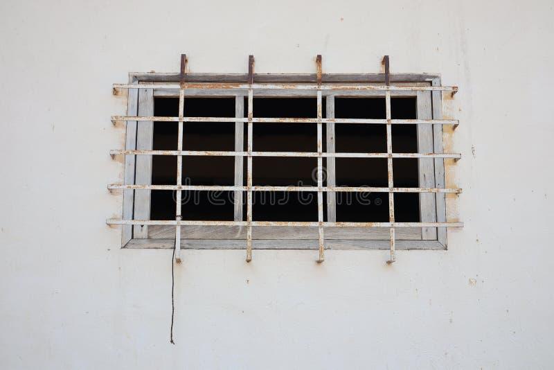 Grils en acier, ventilateurs fixés aux murs images stock