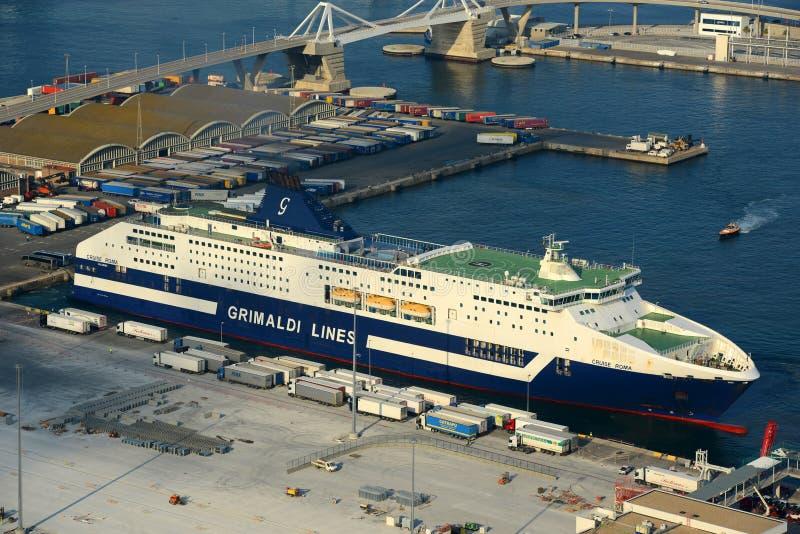 Grimaldi alinha o cruzeiro em Barcelona, Espanha foto de stock