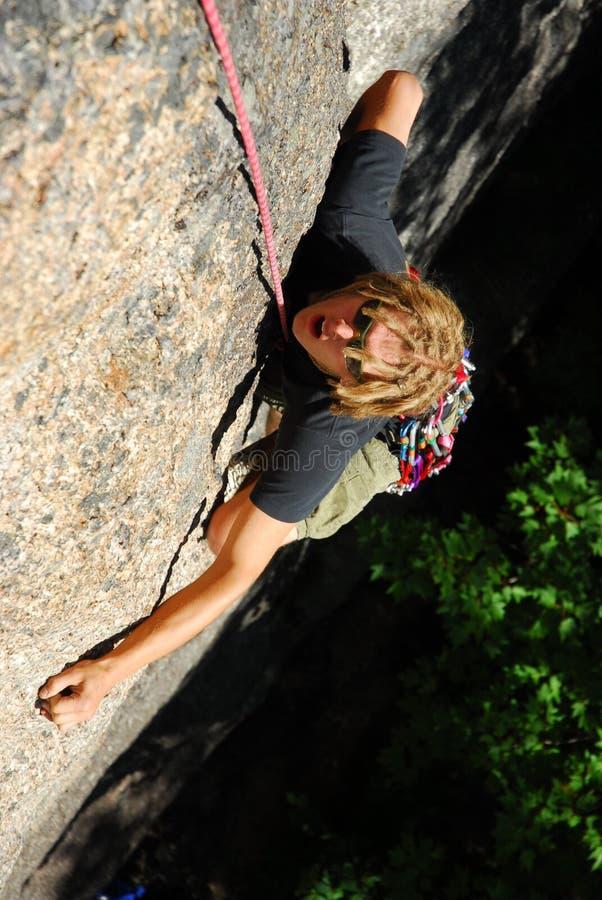 Grimpeur de roche extrême photo libre de droits
