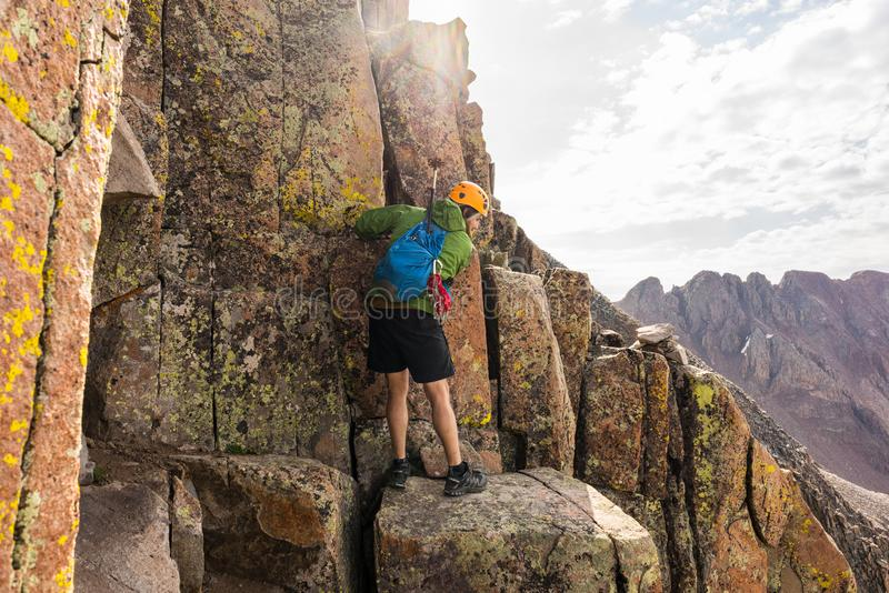 Grimpeur sur Wilson Traverse, le Colorado Rocky Mountains photos stock