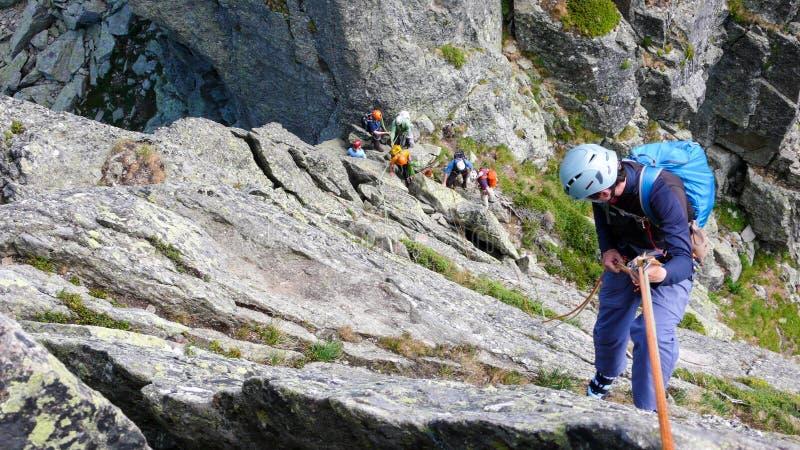 Grimpeurs de roche à Chamonix images libres de droits