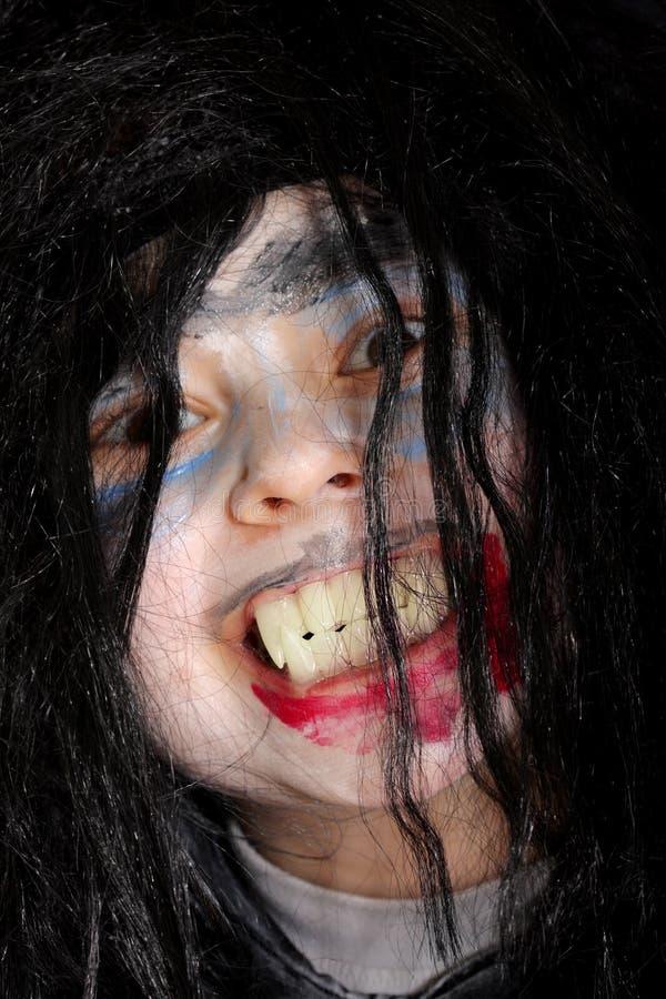 Grin cattivo del ragazzo del vampiro fotografie stock libere da diritti