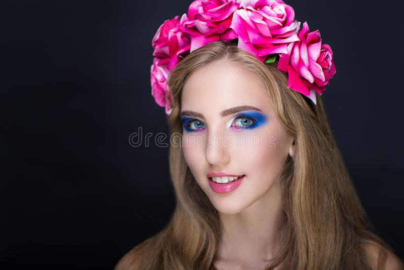 Grinalda cor-de-rosa das rosas foto de stock royalty free