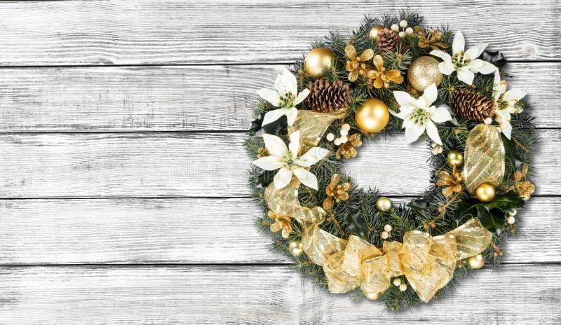 Grinalda decorativa do Natal do azevinho, hera imagens de stock