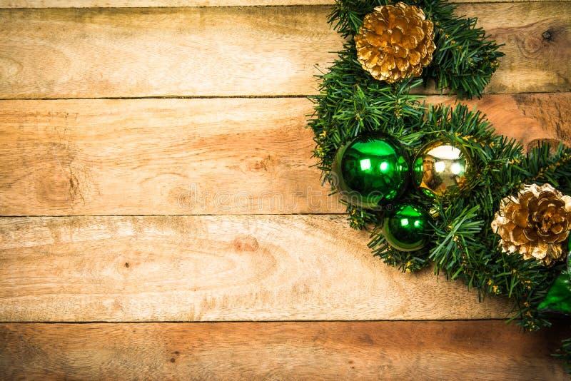 Grinalda do Natal na madeira fotos de stock