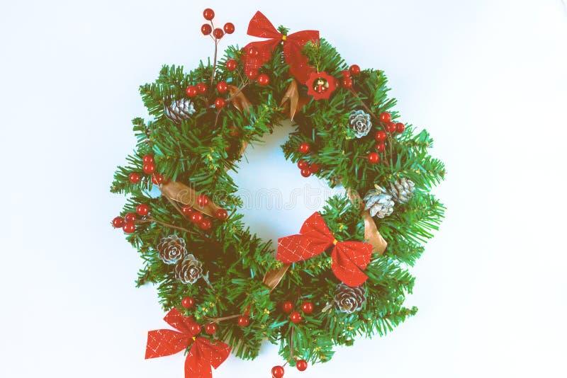 Grinalda do Natal no fundo branco imagens de stock royalty free