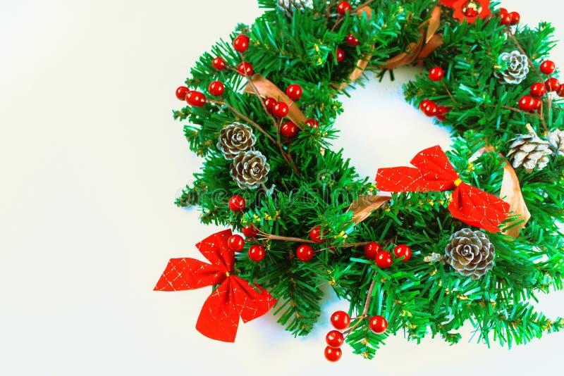 Grinalda do Natal no fundo branco imagem de stock royalty free