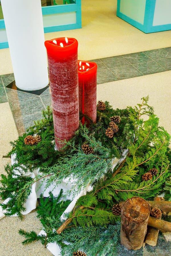 Grinalda e velas do Natal foto de stock royalty free