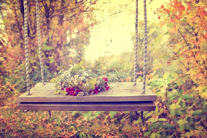 Grinalda - photoshoot para o outono fotos de stock royalty free