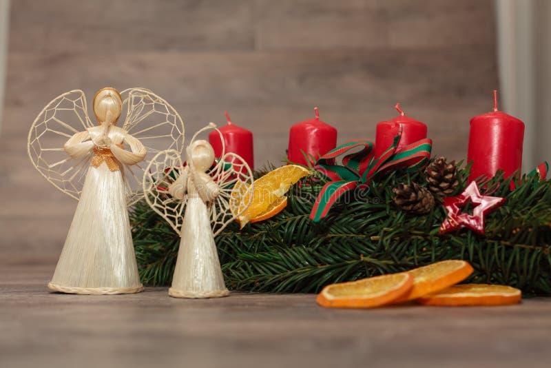 Grinaldas feitos a mão do Natal da produção fotografia de stock