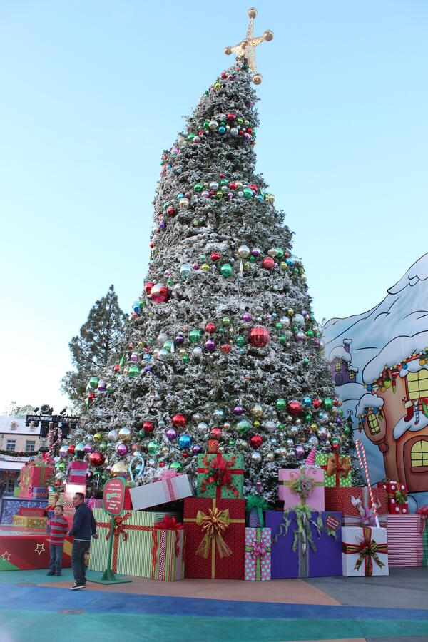 Free Grinchmas Christmas Tree At Universal Studios Hollywood In LA Stock Images - 205025444