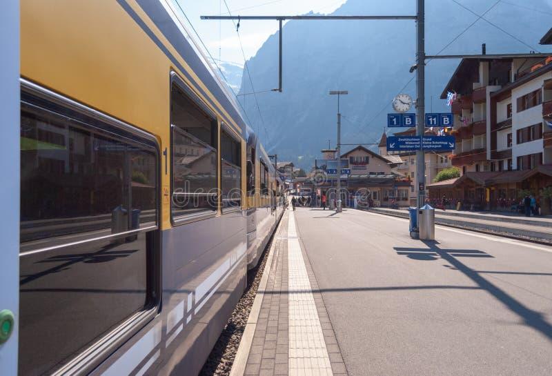 Grindelwald Grund stacja kolejowa lokalizuje w Bernese Oberland regionie Szwajcaria Szwajcaria Lipiec 2018 zdjęcia royalty free