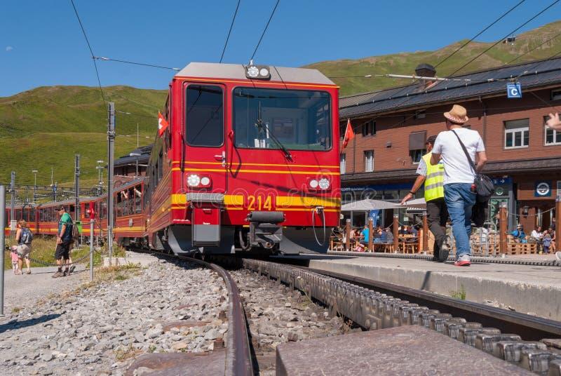 Grindelwald Grund stacja kolejowa lokalizuje w Bernese Oberland regionie Szwajcaria Szwajcaria Lipiec 2018 zdjęcie royalty free