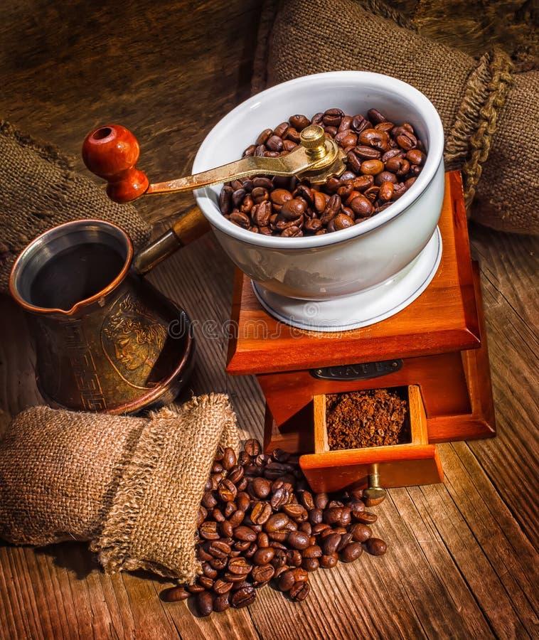 Grinder och annan tillbehör för kaffet arkivfoton