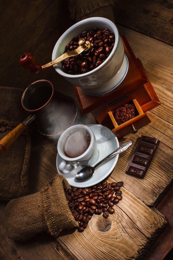 Grinder och annan tillbehör för kaffet royaltyfri bild
