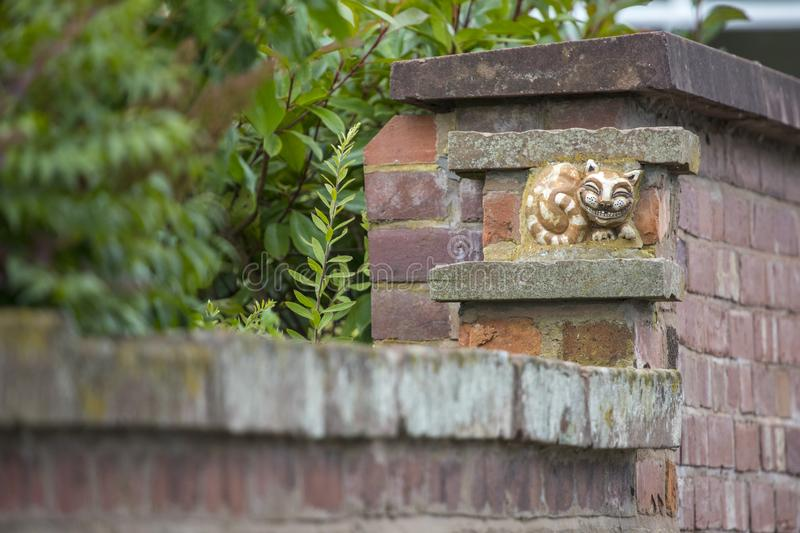 Grinsen von Cheshire Cat in Chester stockfotos