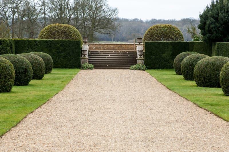 Grintweg in tuin stock fotografie